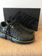 Limited edition Nike Roshe Black/Gold