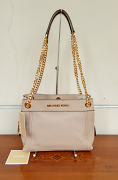 Michael Kors Jet Set Med Chain Messenger Bisque